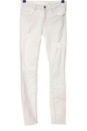 Zara Woman Vaquero pitillo blanco look casual