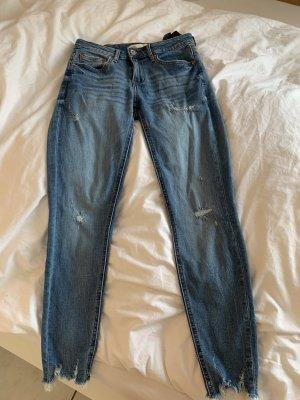Zara zerrissene Jeans