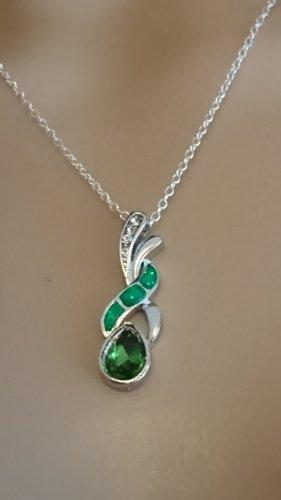 Zarte Halskette 925 mit Anhänger grüner 0pal und Zirkonia