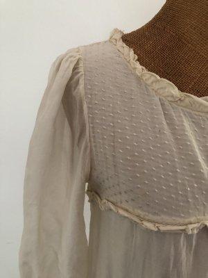 Zartes Kleid aus Seide