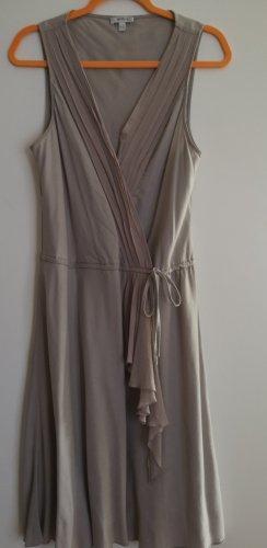 Zartes Kleid in Beige.  Größe 42.