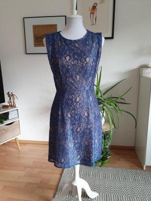 Zartes Kleid mit tollem Rücken