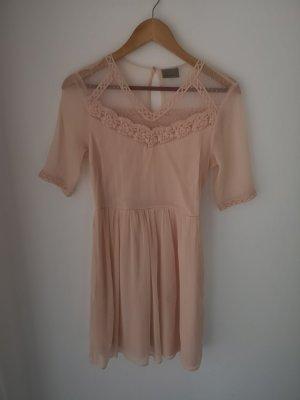 zartes Kleidchen in rosé