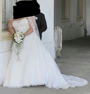 Zauberhaftes Sincerity Bridal Brautkleid Ivory