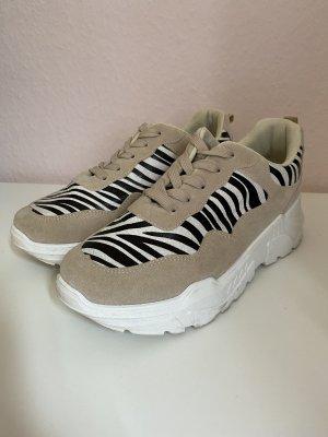 Zebra-Sneaker mit Plateausohle