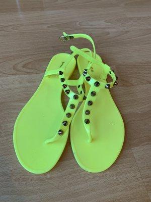 Zehen-Sandalen aus Gummi mit Nieten Neongelb