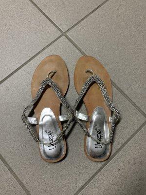 Unze London Sandalias con talón descubierto color plata
