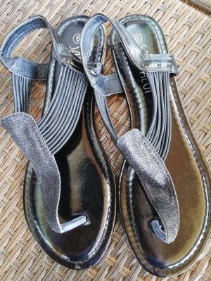 Sandalias con talón descubierto negro