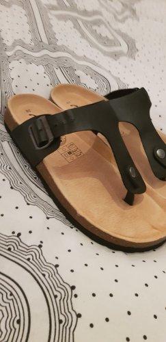 Camprella Toe-Post sandals black