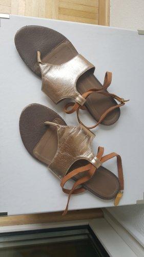 Zehentrenner Sandalen in gold