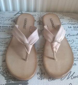 Zehentreter Sandaletten mit Knotendetail