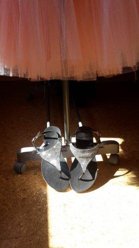Claudia Ghazzani Toe-Post sandals white-black