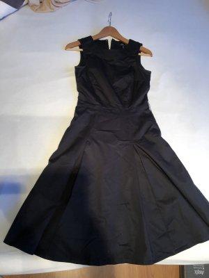 Zeitlos und superschick: edles schwarzes Kleid mit Tellerrock gr 34 H&M