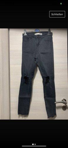 Zerissene Hose in Schwarz Grau