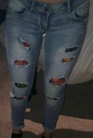 AIKI KEYLOOK Jeansy o obcisłym kroju błękitny