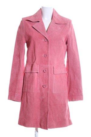 Zero Abrigo de cuero rosa look casual