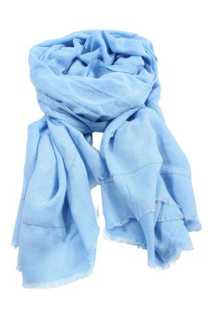 Zero Chal veraniego azul look casual