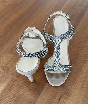 Zierliche Sandalette aus Velours Leder