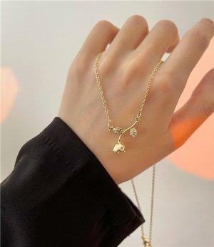 Zierliche süße vergoldete Halskette mit Zirkon Rosen und Blättern Anhänger