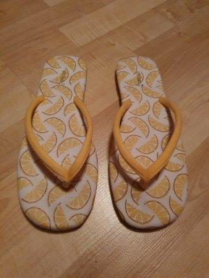 Oysho Toe-Post sandals multicolored