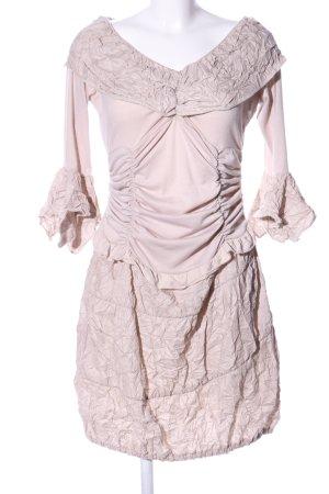 zone bleue schulterfreies Kleid pink extravaganter Stil