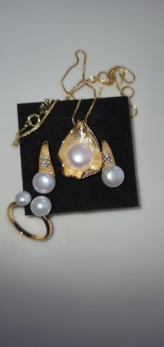 Pendientes de perlas color oro