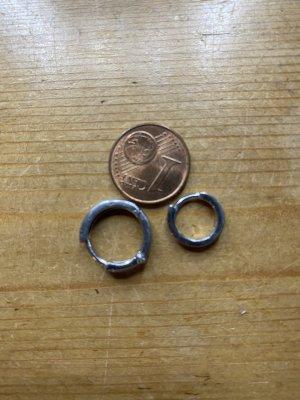 Zwei ausgepaarte Silberohringe