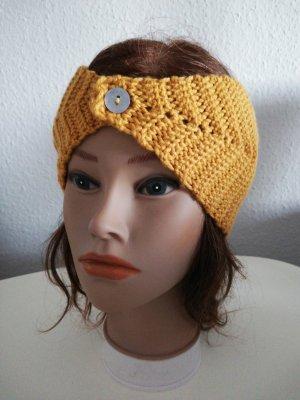 Bonnet en crochet jaune-orange doré