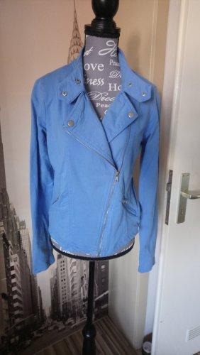 Zwei Jacken für einen Preis