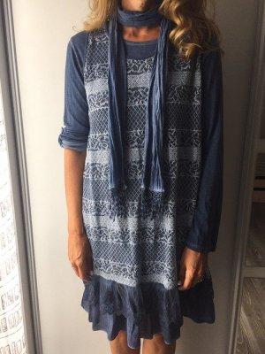 Zweilagiges Kleid mit passendem Schal