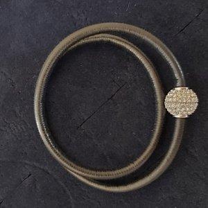 Zweireihiges Lederarmband mit Magnetverschluss mit Swarovski-Elementen