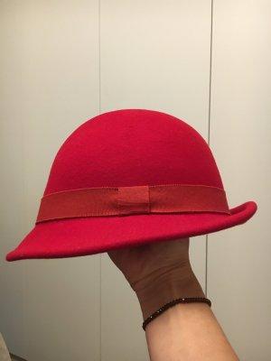 Sombrero de copa rojo oscuro