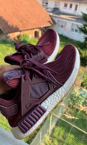 Adidas NMD in dunkelrot
