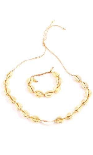 Collar de conchas color oro elegante