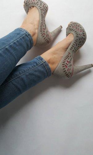 Pumps/High Heels grau  rosa Sarah Cassell   offen