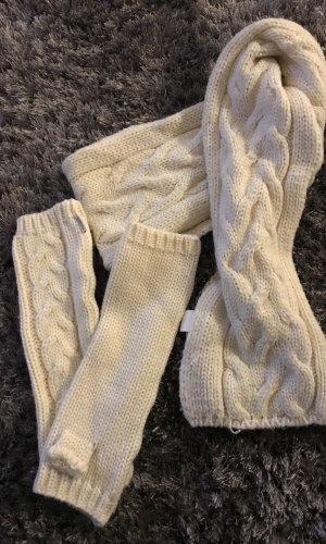 Schal und Fingerlose Handschuhe