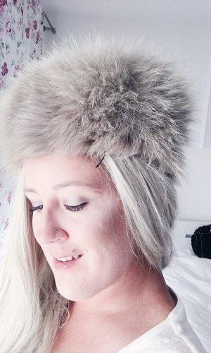 Chapeau en fourrure crème-beige clair