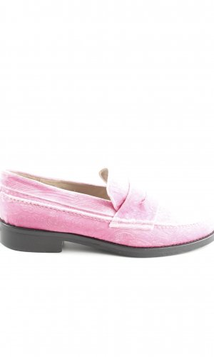 Moccasins pink casual look