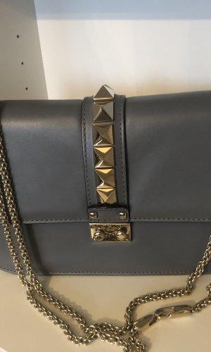 Valentino Rockstud Lock Crossbody Bag Medium  in Grau Blau Light Stone