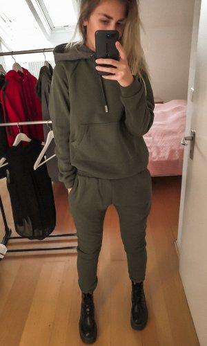 Traje de pantalón gris verdoso-caqui