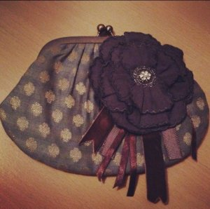 Accessorize - Tasche Clutch mit Blumenbrosche