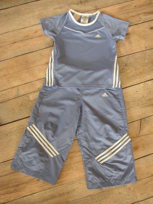 Adidas Sporthose mit passendem Shirt in Gr. 140