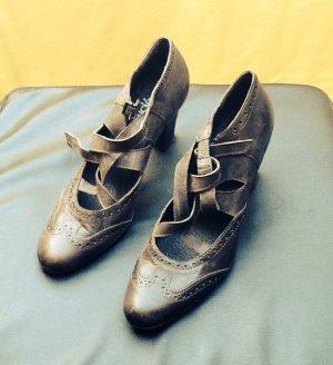 Antik braune Schuhe mit raffinierter Schnürung