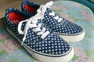 blaue weiße Sternchen Schuhe