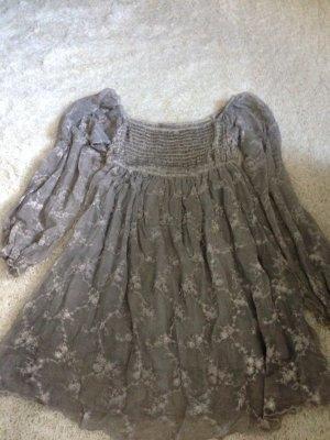 Bluse bestickt mit kleinen Pailletten