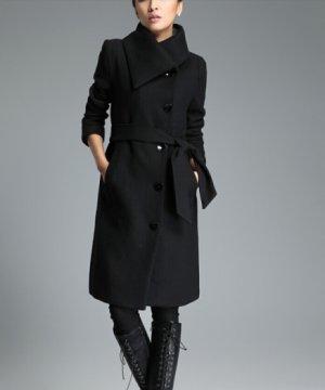 Eleganter Mantel mit großen Knöpfen und Gürtel