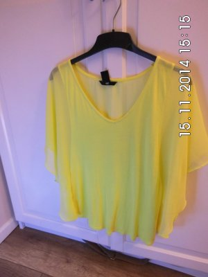 Gelbes Shirt Fledermaus Schnitt