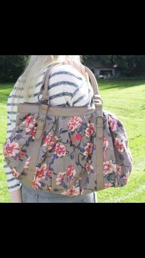 Geräumige Tasche zu verkaufen