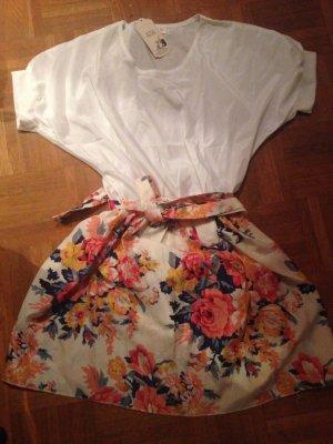 Kleid weiß Blumen leicht locker
