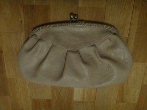 Leder Clutch kleine handtasche mit schlangenlederoptik am Saum beige accessorize